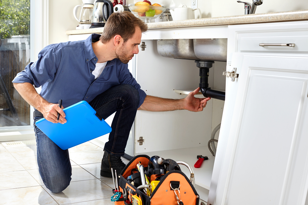 5 Essential Tips to Hire the Right Plumber for Your Home - Good BB